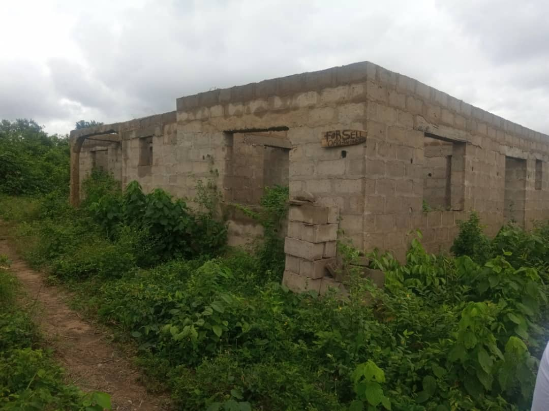 Uncompleted 4Bedroom Building at Tose Moniya